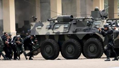 Gambar Aksi Paspampres melakukan serangan dan pertahanan pengamanan
