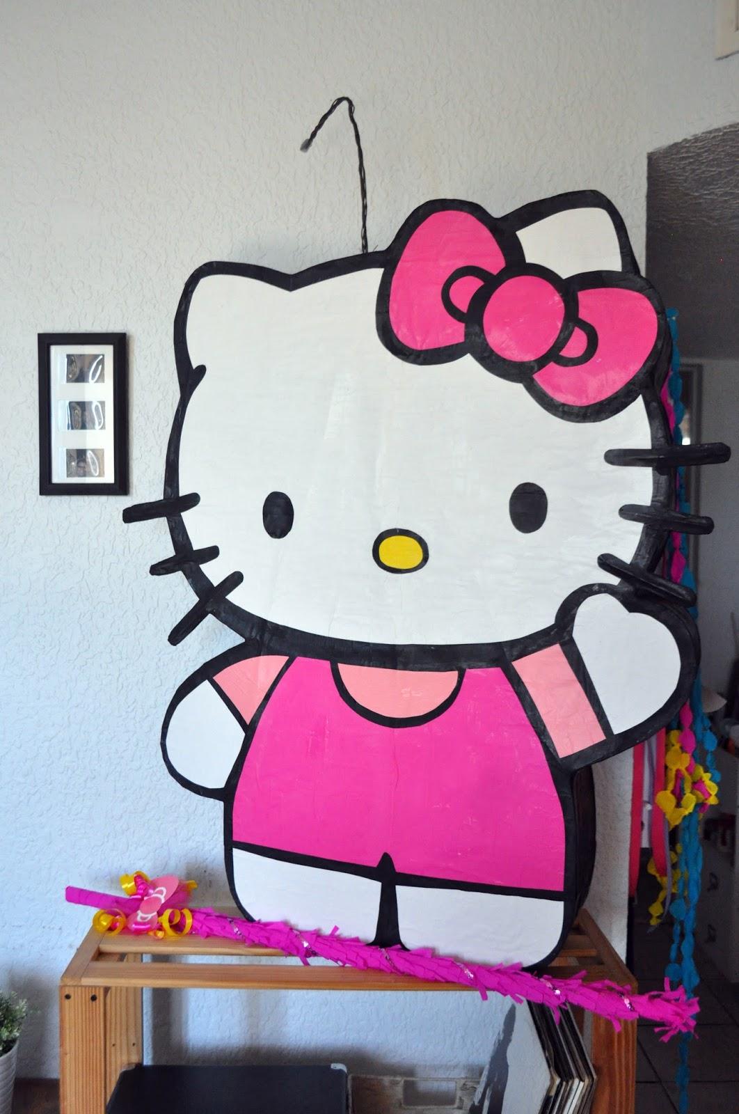 Hello Kitty Simple La Piata Esta Forrada Con Papel Lustre Kraft Y Retocada Con Pintura Acrlica Cada Pieza La Recorto A Mano Y Esta Pegada Con Pegamento