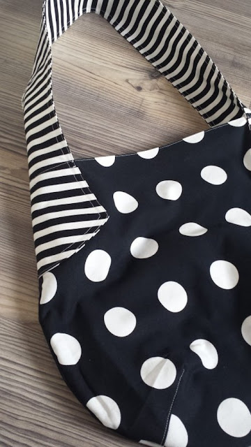 Beuteltasche in schwarz- weiß
