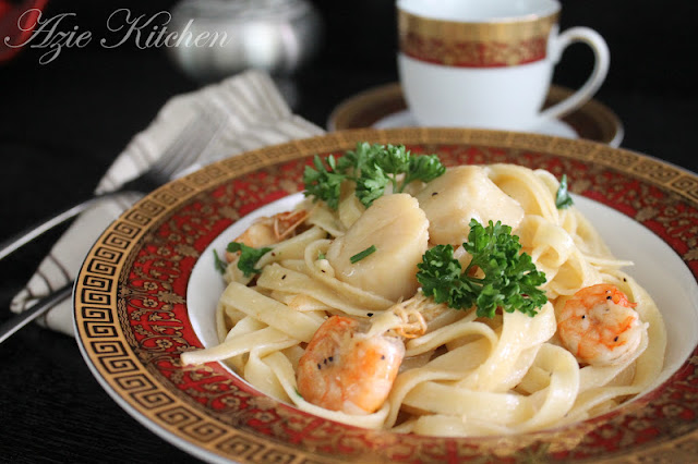 Fettucini With Prawns And Scallops