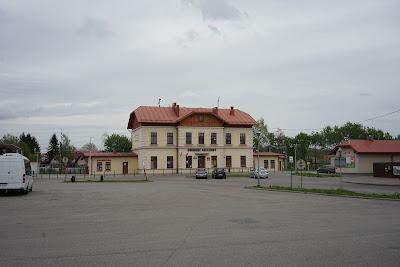 Dworzec kolejowy w Leżajsku i plac manewrowy komunikacji autobusowej
