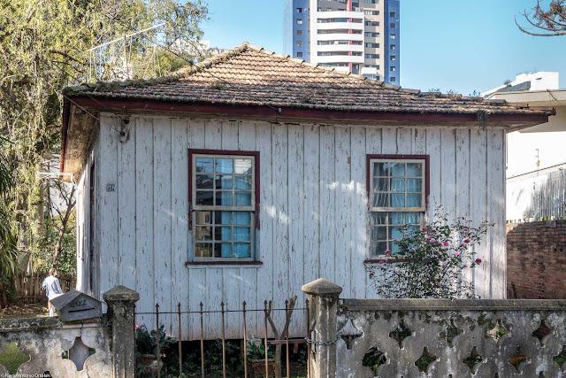 Casa de madeira atacada por cupins