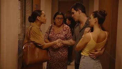 Vitória explica que Magno (Juliano Cazarré), acusado de matar Vicente (Rodrigo Garcia)