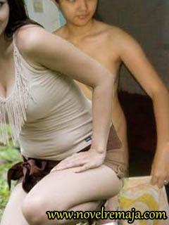 Adult female naked bottom