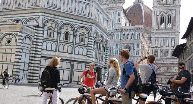 Turismo a pé com um guia por Florença