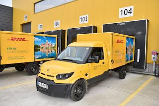 Innenstadt: DHL stellt Pakete mit emissionsfreien StreetScootern zu
