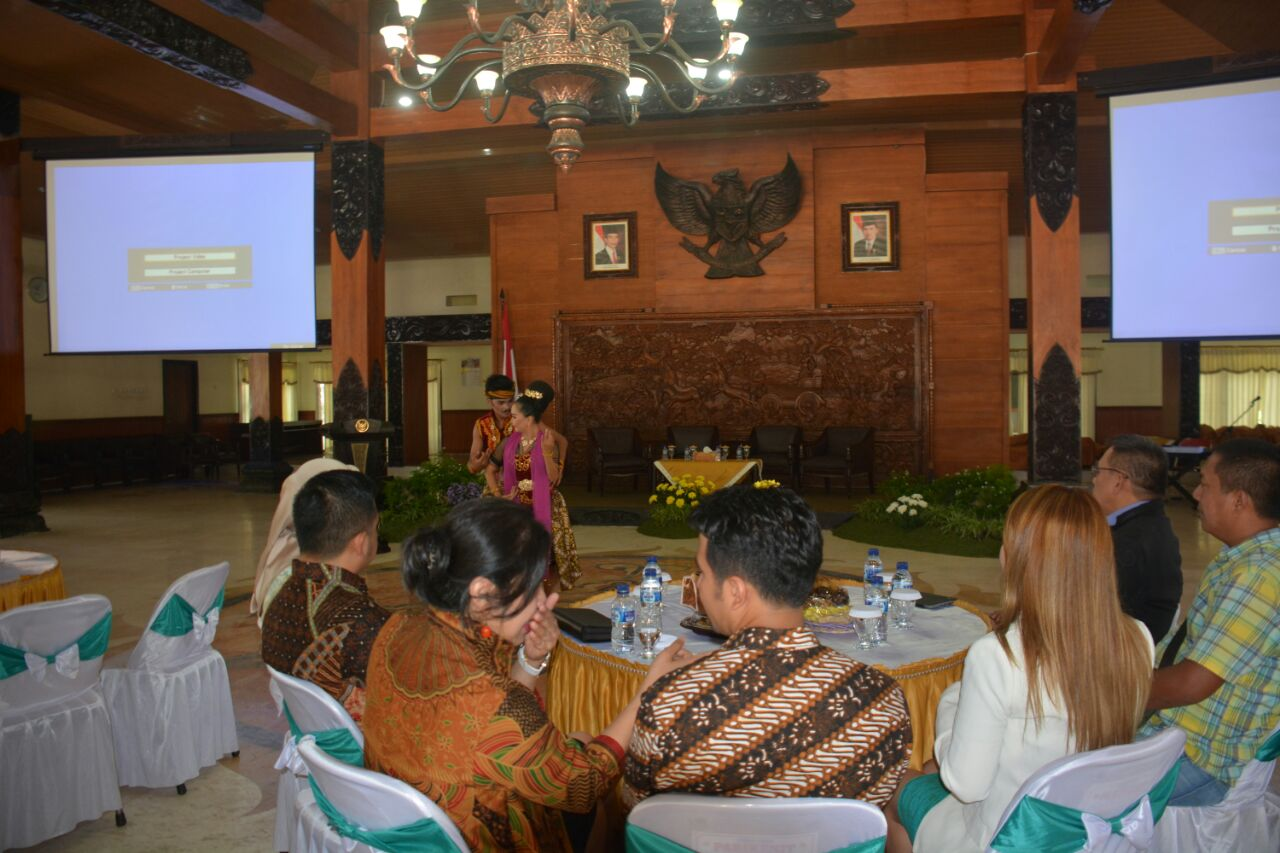 Humas Setda Trenggalek Produk Ukm Bumn Kain Batik Tulis Putih Pemkab Bersama United Cities And Local Government Uclg Asia Pasific Menggelar Workshop Enhancing Competitiveness Empowering Cooperatives