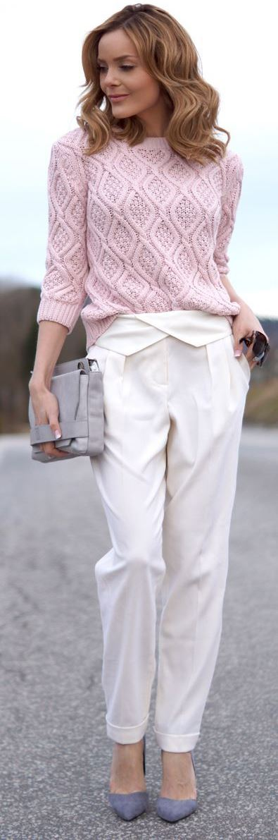 cozy business outfit_pink sweater + white pants + bag + heels