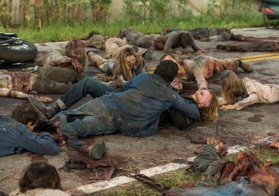 Dwight lotta con gli Zombie striscianti