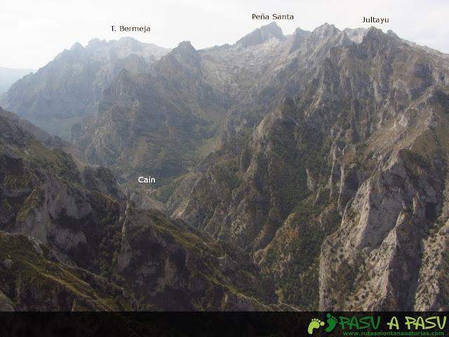 Desde Collado Cerredo, vista de la Peña Santa y Jultayu