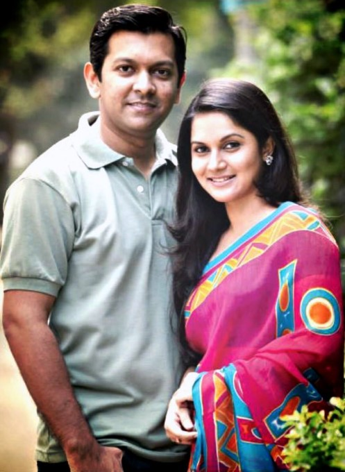 Sweet Cute Couple Wallpaper Singer And Model Tahsan And Mithila Together Picture