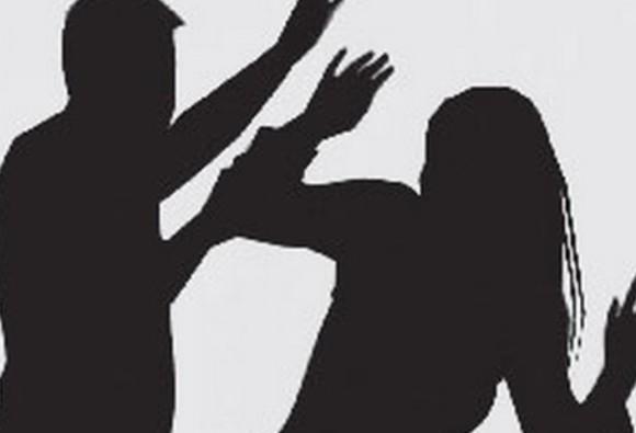 कोर्ट परिसर में पत्नी का गला काटा