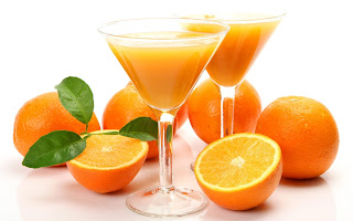 2 ways you can lighten your skin naturally with orange.