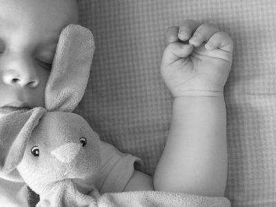 Penelitian menunjukkan bahwa tidur cukup setiap malam bisa meningkatkan kadar hormon pertumbuhan.