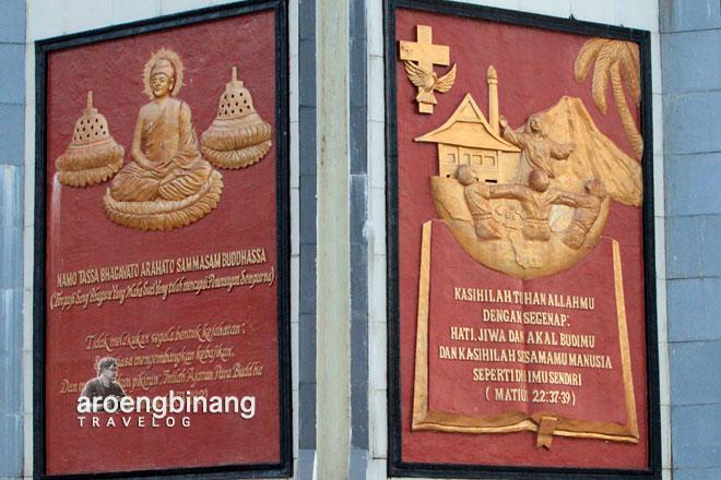 relief katolik bukit kasih minahasa sulawesi utara