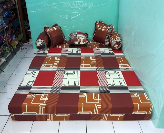 Sofa bed inoac motif elegan abstrak sirkuit coklat