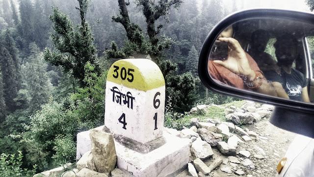 Milestone showing Jibhi six kilometers