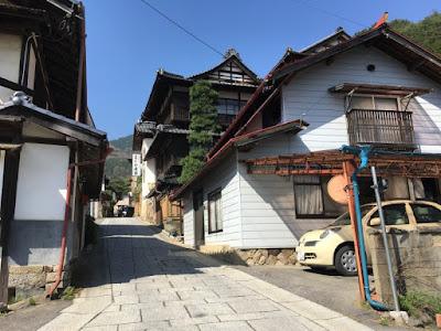 田沢温泉街の石畳