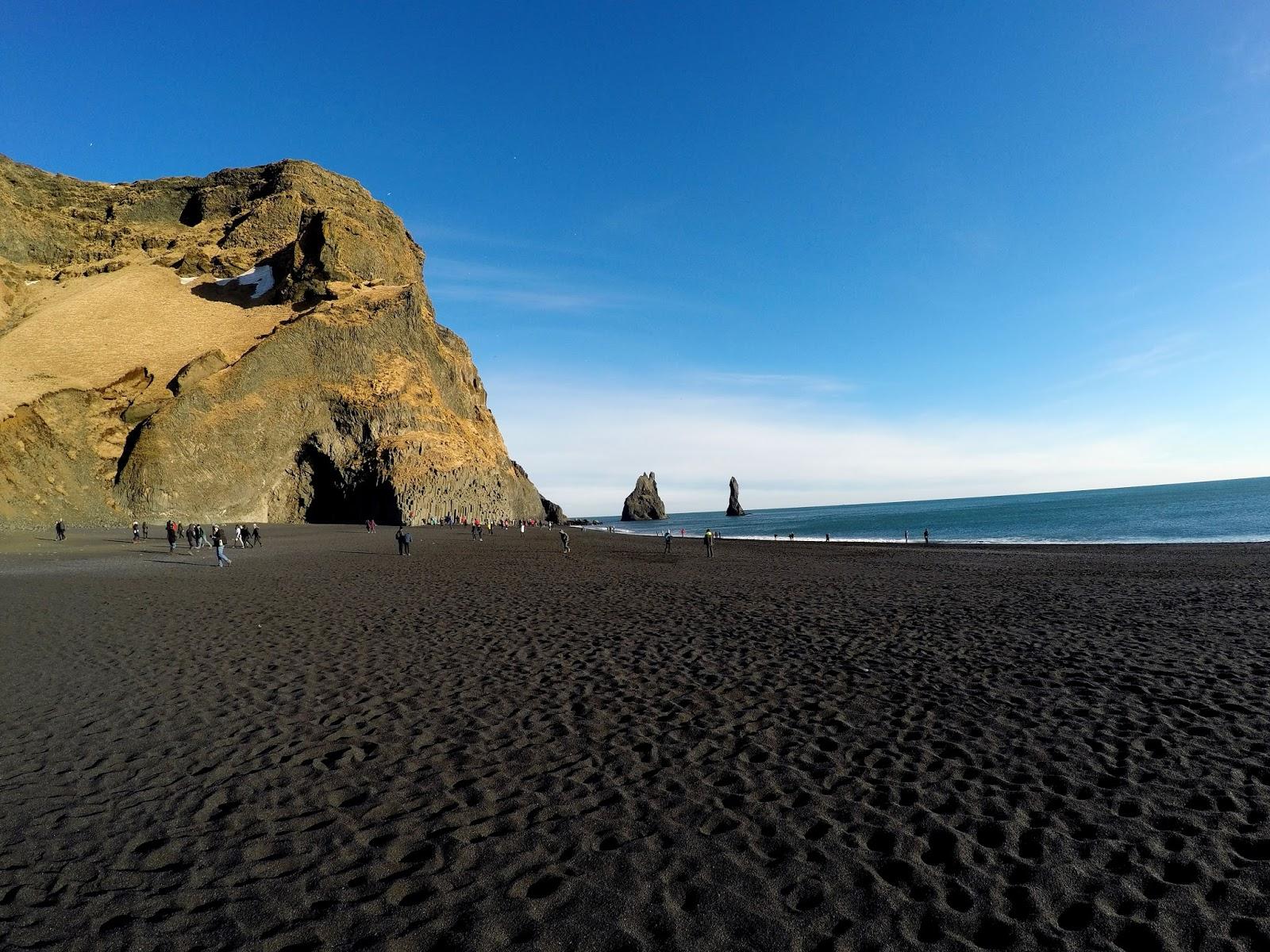 Czarna plaża Reynisfjara i grota