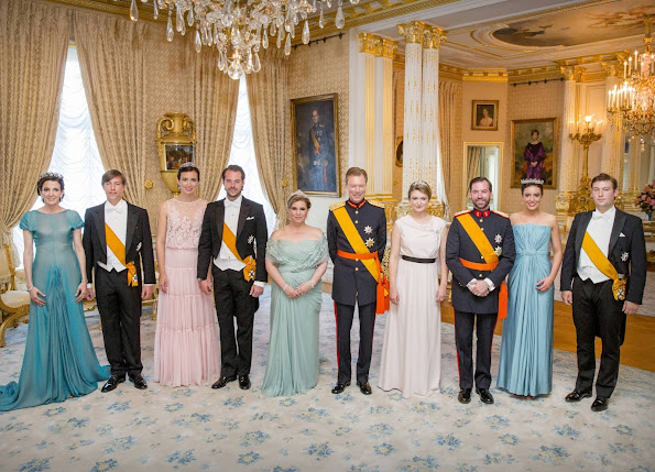 Maria Teresa wore the Belgian Scroll Tiara, Prenses Stephanie wore her Butterfly tiara, Prenses Alexandra wore Grand Duchess Josephine Charlotte's Pearl & Diamond Choker tiara, Prenses Claire wore Grand Duchess Marie Adelaide's Sapphire & Diamond tiara, and Prenses Tessy wore The Vine Leaves tiara.