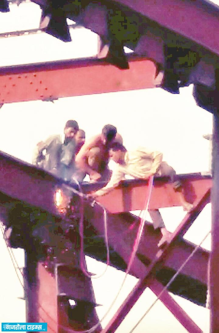 बृजघाट तीर्थनगरी के रेलवे स्टेशन का पुल