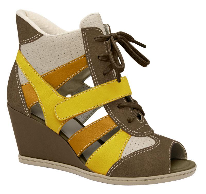 40aeb9ca76 A marca se inspirou na aparência do sneaker para criar um modelo de  sandália