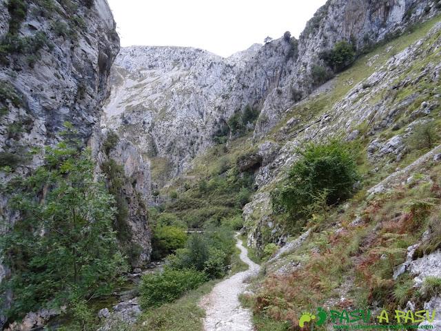 Canal de Reñinuevo: Bajando a Urdón