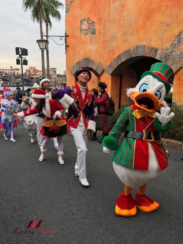 tokyo disneysea donald duck christmas parade
