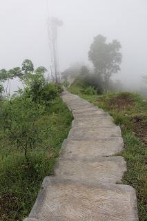 tangga turun cor wisata watu cenik bukit gantole kabupaten wonogiri jawa tengah indonesia wisataarea.com