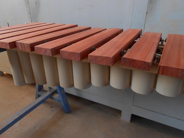 Un grand xylophone marimba balafon en padouk copain des for Construction xylophone bois