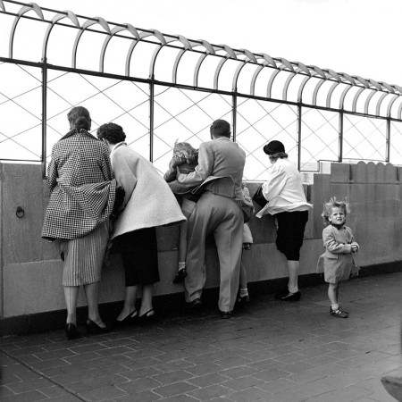 Photo by Vivian Maier | imagenes bonitas bellas en blanco y negro, cool vintage kids pics, pictures