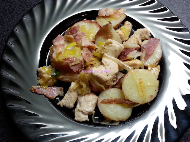 Pollo con patate, porro e bacon