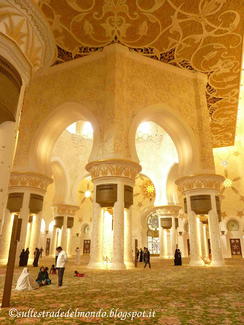 il grande tappeto della moschea abu dhabi