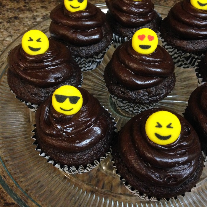 Easy Emoji Cupcakes for the Birthday Girl
