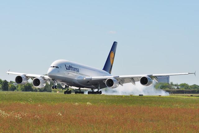 Lufthansa A380-800 Touch Down