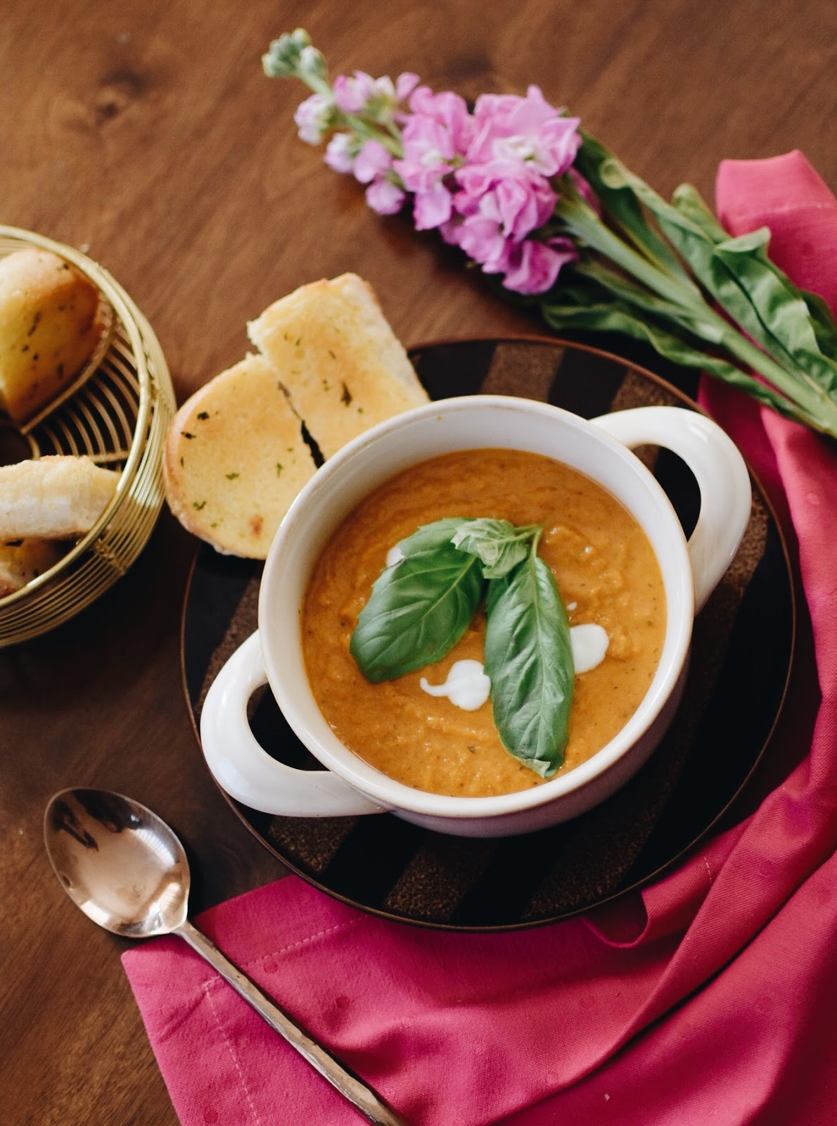 tomato basil soup to warm up your heart, winter food, comfort food, yummy soup, one pot meal, baked soup, cooking, myriad musings, saumya shiohare