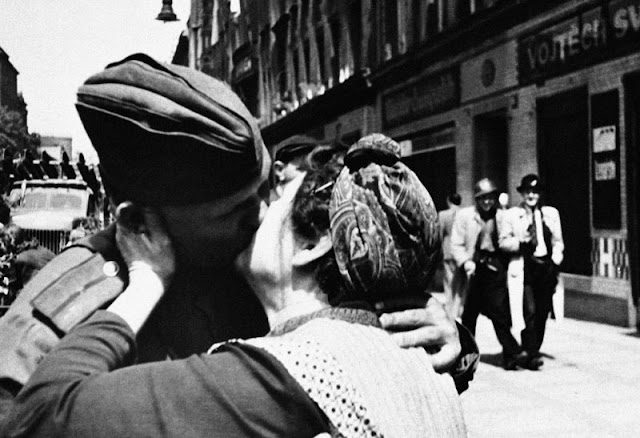 Kissing worldwartwo.filminspector.com