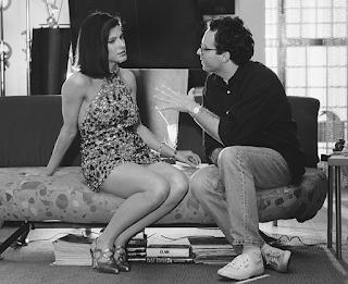 Sandra Bullock y el director Marco Brambilla en el rodaje de Demolition Man