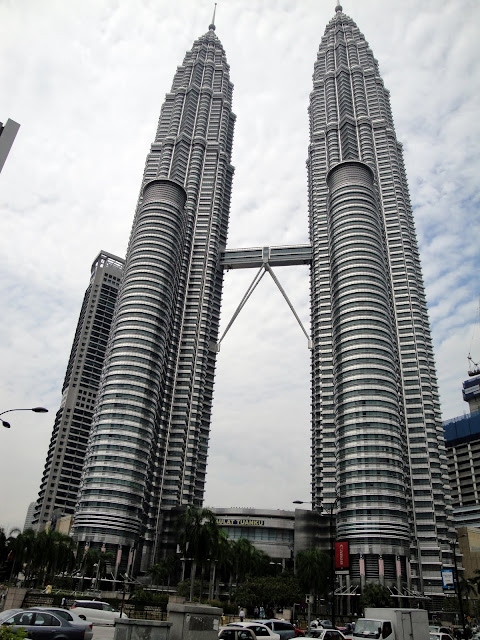 Kuala Lumpurs Twin Towers are some of the nicest towers on the planet