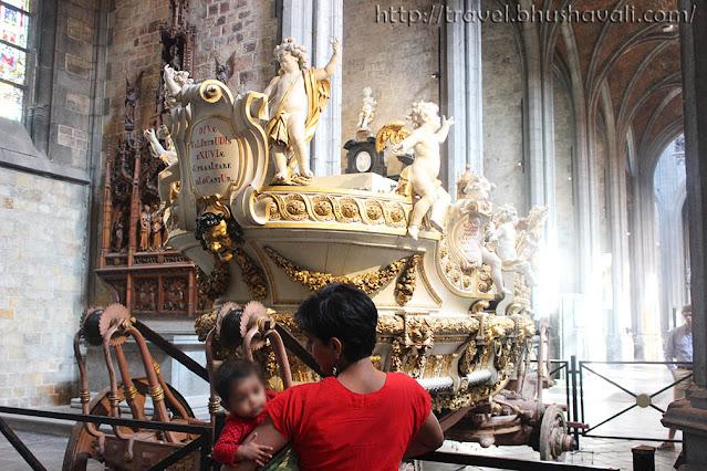 St.Waudru Church Mons Doudou Festival Chariot