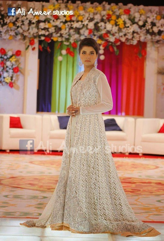 Nida Yasir Wearing Most Expensive Dresses On Her Show