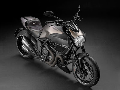 Ducati Diavel Titanium side view images