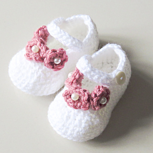 Pearl Flower Crochet Booties - Free Pattern
