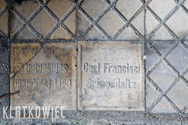 Wschowa: posadzka z firmy Carl Francisci Schweidnitz