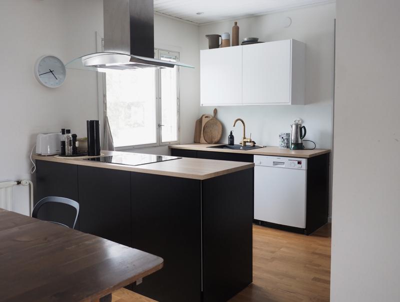 Moderni minimalistinen keittiö