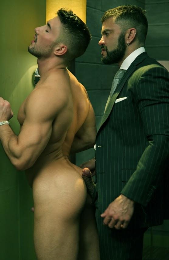 baise gay sous la douche belles fesses gay
