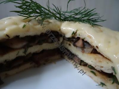 Tort omletowy z pieczarkami