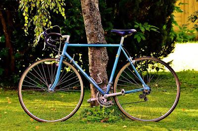 Bersepeda menjadi pilihan pola hidup sehat