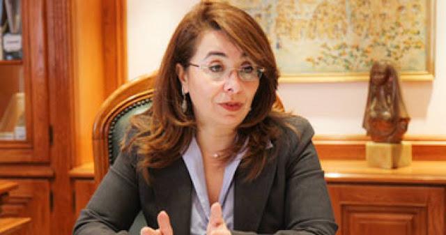 وزيرة التضامن تسلم أسر العريش بالإسماعيلية