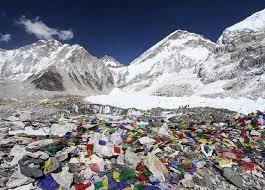 Jika suhu naik sampah yg berserakan dijalur pendakian everest akan bermunculan ke permukaan